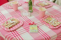 Copos, pratos e canudos de papel