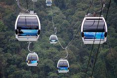 El Teleférico de Caracas o el Teleférico Warairarepano, es un sistema de transporte el cual fue inaugurado por el entonces Presidente Pérez Jiménez en el año 1955. Cuenta con más de 70 cabinas que hacen el recorrido de 3,5 km.