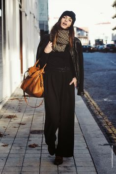 La Coquette Miseráble Winter Outfit // Scarf // Camel // Black // Beanie // Street Style