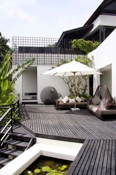 Inspiration 83 What a nice contrast of the white and gray. Decks and patio backyard livingWhat a nice contrast of the white and gray. Decks and patio backyard living Terrasse Design, Balkon Design, Patio Design, House Design, Rooftop Design, Backyard Designs, Backyard Ideas, Wall Design, Design Design
