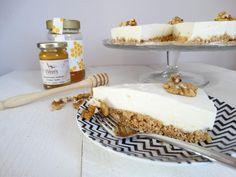 Griekse yoghurttaart met walnoten en honing Yes finally! The recipe for this Greek yogurt pie. Healthy Pastry Recipe, Pastry Recipes, Healthy Dessert Recipes, Just Desserts, Baking Recipes, Greek Yogurt Cake, Cheesecakes, Biscuits, Recipes