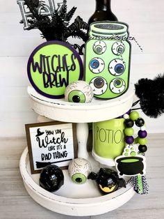 Halloween Displays, Halloween Signs, Diy Halloween Decorations, Holidays Halloween, Halloween Crafts, Halloween 2020, Halloween Stuff, Holiday Decorations, Holiday Ideas