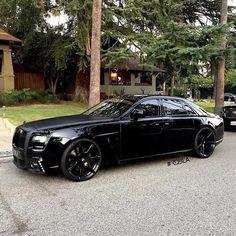 All Black Rolls Royce Wald Ghost! photo: my next vehicle Auto Rolls Royce, Voiture Rolls Royce, Carros Lamborghini, Ferrari F40, Lamborghini Gallardo, Luxury Boat, Lux Cars, Rolls Royce Phantom, Rolls Royce Wraith