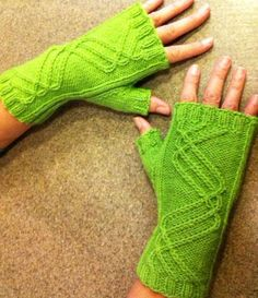 Free pattern: Winding Way Mitts