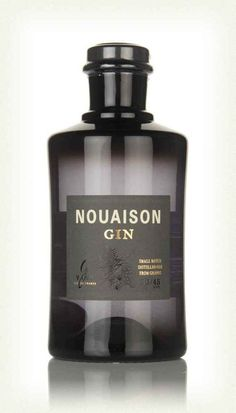 The folks behind G'Vine have relaunched their Nouaison Gin! Along with handsome new bottle, this gin also received a slightly altered recipe. Peach Drinks, Cocktail Drinks, Fun Drinks, Alcoholic Drinks, Cocktails, Gin Bottles, Perfume Bottles, Gin Mixers, London Gin