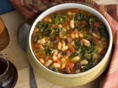 Spanish-Style White Bean, Kale and Chorizo Soup - Recipe courtesy Sara Moulton, Sara Moulton Cooks at Home, Broadway Books (This recipe is made completely from scratch starting with dried beans) Chorizo Soup Recipes, Kale Recipes, Cooking Recipes, Healthy Recipes, Cooking Chorizo, Grub Recipes, Cooking Risotto, Healthy Food, Bon Appetit