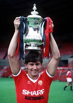 Football 1983 FA Cup August Manchester United captain Bryan Robson holds aloft the FA Cup trophy at Old Trafford Old Trafford, Manchester United Fa Cup, Bryan Robson, Laws Of The Game, Association Football, Most Popular Sports, Retro Men, Legoland, Football Players