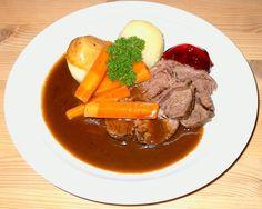Danish Food, Pot Roast, Cake Recipes, Ethnic Recipes, Fashion, Dump Cake Recipes, Roast Beef, La Mode, Fashion Illustrations
