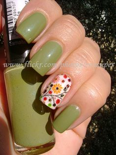 I am NOT a fan of this green shade, however I love the contrast between the solid and the folksy painted white nail