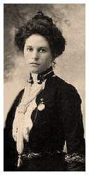 Etta Place: Born 1878, was a companion of the famous American outlaws Butch Cassidy and the Sundance Kid (real  names Robert LeRoy Parker and Harry Alonzo Longabaugh). The Pinkerton Detective Agency traced her to Fort   Worth in Texas and to the St. Louis World Fair, but failed to arrest them before she returned to Argentina.  she   returned to Argentina.