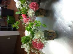 table flower arrangements in a mason jar Mason Jar Flower Arrangements, Mason Jar Flowers, Table Flowers, Table Arrangements, Fall Wedding Cupcakes, Fall Wedding Bouquets, Fall Wedding Colors, Fall Wedding Groomsmen, Wedding Color Pallet