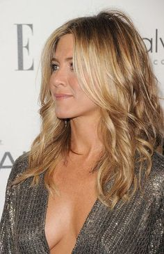 Jennifer Aniston Wavy Hair Jennifer Aniston Looks So Sexy In KaufmanFranco At The Elle's 18th Annual Women In Hollywood Tribute Photos