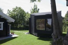 Living in a shoebox | Minimalistic guest house blends beautifully with the natural surroundings