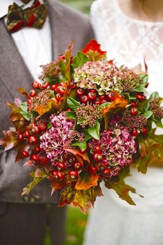 Highlight your fall wedding with a bold bridal bouquet bursting with seasonal colors. From rustic-inspired arrangements to more romantic mixes, a fall wedding bouquet is a must-have. Winter Bouquet, Fall Bouquets, Fall Wedding Bouquets, Fall Wedding Flowers, Bridal Flowers, Flower Bouquet Wedding, Woods Wedding Inspiration, Bouquet Bride, Autumn Bride