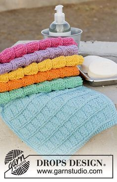 Rainbow Waffles / DROPS - Knitted cloth with textured pattern. The work . Rainbow Waffles / DROPS - Knitted cloth with textured pattern. The work is knitted in DROPS Paris. Knitting Blogs, Lace Knitting, Knitting Projects, Knit Crochet, Dishcloth Knitting Patterns, Knit Dishcloth, Crochet Patterns, Drops Design, Drops Paris