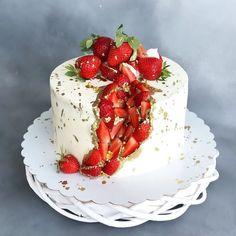 Pretty Cakes, Beautiful Cakes, Amazing Cakes, Fancy Cakes, Mini Cakes, Cupcake Cakes, Geode Cake, Cool Birthday Cakes, Pumpkin Spice Cupcakes