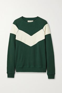 The Great's 'The Sherpa' sweatshirt is cut from forest-green cotton-jersey and paneled with a cozy cotton-blend fleece chevron. It's oversized, so you can easily layer it over a turtleneck or fine knit. For a retro look, wear yours with wide-leg jeans. Jennifer Fisher, The Great Clothing, Jean Large, Basket Reebok, Retro Look, Green Cotton, Wide Leg Jeans, Fashion Advice, Pull