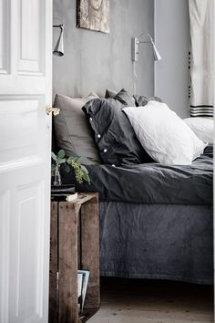 10 Tips How To Build A Lightweight House Decoration Design - Cosy Interior. Best Scandinavian Home Design Ideas. The Best of inerior design in Bedroom Inspo, Home Bedroom, Master Bedroom, Bedroom Ideas, 1920s Bedroom, Gray Bedroom, Bedroom Colors, Bedroom Inspiration, Master Suite