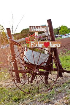 a unique rustic way to welcome guests to the wedding - thereddirtbride.com - see more of this wedding here