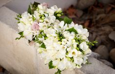 ♥ freesias, roses and orchids.