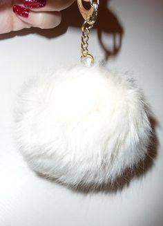 Kupuj mé předměty na #vinted http://www.vinted.cz/doplnky/ostatni-doplnky-a-sperky/15466162-chlupata-klicenka-ozdoba-na-kabelku