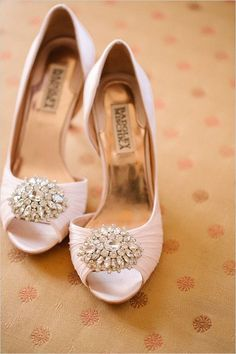 pink Badgley Mischka shoes #pinkweddingshoes @weddingchicks