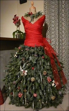 46 fashion inspired christmas trees made from dress forms christmas tree dress dress form. Black Bedroom Furniture Sets. Home Design Ideas