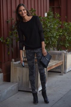 Black Camo Pants Black Camo Pants, Safari Fashion, My Style, Womens Fashion, How To Wear, Clothes, Color, Camouflage, Outfits