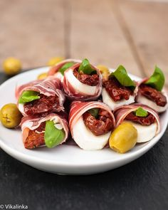 Prosciutto Caprese Parcels #appetizer #holiday