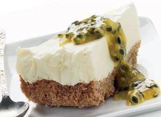 Lækker cheesecake med passionsfrugt-sauce - få opskriften her