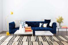 Trocar de sofá nem sempre é uma opção, então por que não repaginá-lo? Inspire-se com estes 4 arranjos que transformaram o móvel