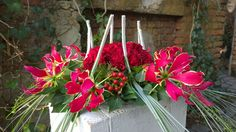 Designer Michael Hilbrown, UK :: One of the designs he constructed at the Gregor Lersch workshop Floral Centerpieces, Flower Arrangements, Centrepieces, Christmas Home, Christmas Wreaths, Gregor Lersch, Luxury Wedding, Flower Designs, Flower Art