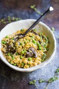 This Mushroom and Pea Risotto is VEGAN, super easy to make, and so very delicious!