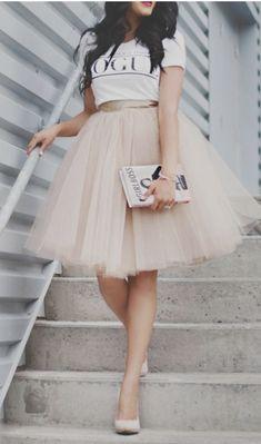 Jupon en tulle : Ways to wear the midi tulle skirts Diy Tulle Skirt, Tulle Tutu, Dress Skirt, Dress Up, Tulle Skirts, Adult Tulle Skirt, Tutu Skirt Women, Blush Tulle Skirt, White Tulle Skirt