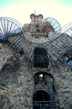 Bishop's Castle - Medieval Castle in Cowboy Country ~ Kuriositas Chateau Medieval, Medieval Castle, Bishops Castle Colorado, The Places Youll Go, Cool Places To Visit, Bishop Castle, Pueblo Colorado, Art Sites, Iron Work