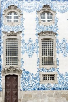 If you lived in this blue and white building, you'd be the most elegant person ever.