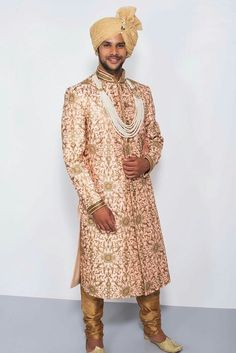 EKAKSH - pink and golden embroidered sherwani Mens Indian Wear, Indian Groom Wear, Indian Men Fashion, Mens Fashion, Sherwani Groom, Mens Sherwani, Wedding Sherwani, Groom Outfit, Groom Dress