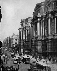 Vintage Photos 1900 Chicago | ... Pictures/Mansell/Getty Images Trolleys on Randolph Street circa 1900