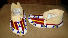 Beaded Moccasins, Moccasins Mens, Native American Moccasins, Native Beadwork, Beading Ideas, Native Americans, Eagles, Espadrilles, Give It To Me