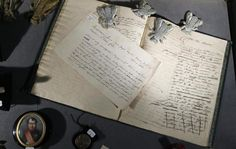 Prise de vue d'une lettre rédigée par Napoléon, le 22 mars 2013 à Fontainebleau [Patrick Kovarik / AFP/Archives]