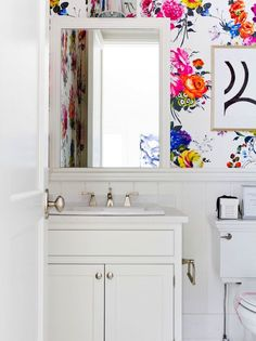 Nothing looks better in an all-white bathroom than bursts of unexpected color.