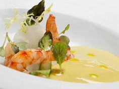 Ajoblanco de pistacho. Fish Stew, Cooking For One, Caprese Salad, Food Art, Catering, Seafood, Food And Drink, Appetizers, Cooking Recipes