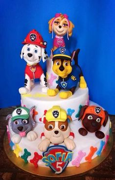 Resultado de imagem para step by step chase paw patrol cake topper Torta Paw Patrol, Paw Patrol Cake Toppers, Paw Patrol Birthday Cake, Paw Patrol Party, Cake Disney, Cupcakes Decorados, Barbie Cake, Character Cakes, Cakes For Boys