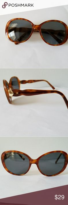 KARDASHIAN Kollection sunglasses brown prescriptio KARDASHIAN Kollection sunglasses with prescription lenses. You will have to replace the lenses with your own prescription or with non prescription lenses. Great condition! Kardashian Kollection Accessories Sunglasses