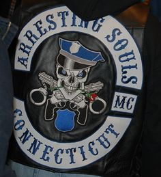 Law enforcement mc..not recognized in confederation ..as a mc only because there .L.E. Needs to be on there jackets