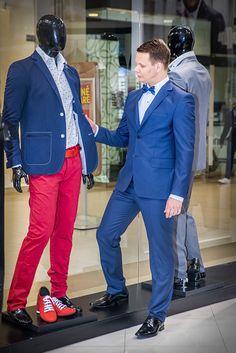 Kedže v predajni značky PAKO LORENTE majú naozaj široký sortiment pre pánov, neodolali sme a siahli sme aj po klasickom obleku s motýlikom.