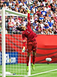 Hope Notches Second Shutout in Win Over Nigeria Hope Solo vs. Hope Solo, Soccer Goalie, Football Soccer, Soccer Usa, Nike Soccer, Soccer Cleats, Female Football Player, Soccer Players, Neymar