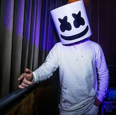 Marshmello. Pawan Kalyan Wallpapers, Dope Wallpapers, Alan Walker, Music Mix, Music Love, Selena Gomez Adidas, Marshmello Wallpapers, Edm Music, Galaxy Wallpaper