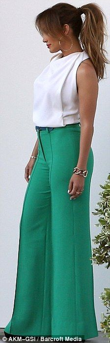 Strike a pose: J-Lo's showed off her extremely toned arms in the sleeveless white blouse    Read more: http://www.dailymail.co.uk/tvshowbiz/article-2132448/Jennifer-Lopez-class-act-wide-emerald-trousers-floaty-blouse.html#ixzz1shB47B4h