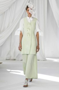 Delpozo Fall 2019 Ready-to-Wear Fashion Show - Vogue Fall Fashion 2016, Spring Fashion Trends, Milan Fashion Weeks, Fashion 2017, Runway Fashion, Phoebe Philo, Delpozo, Erdem, Spring Street Style